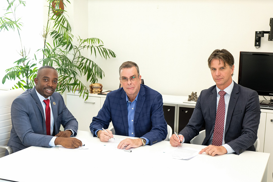 SMMC, SZV, and the Ministry of ECYS sign parking MOU